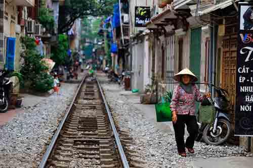 Disfrute de la comida callejera de Hanoi